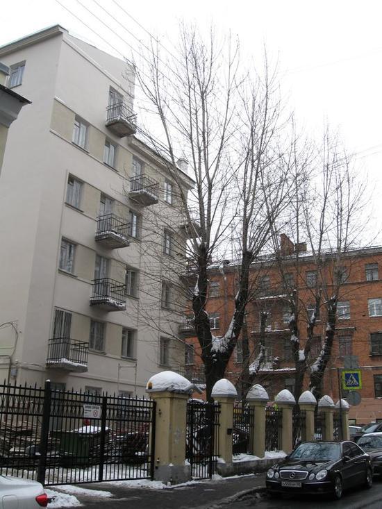 Дом-коммуна инженеров и писателей (с оградой)