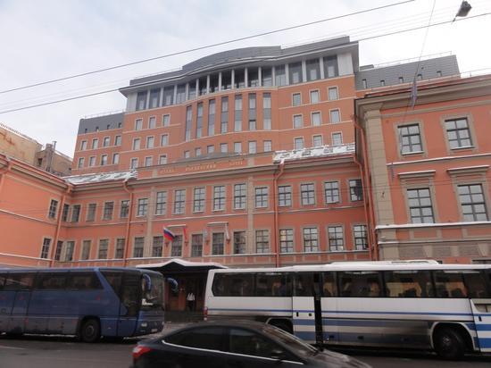 Введенская гимназия с церковью Святых Кирилла и Мефодия (гимназия им. Петра Великого)