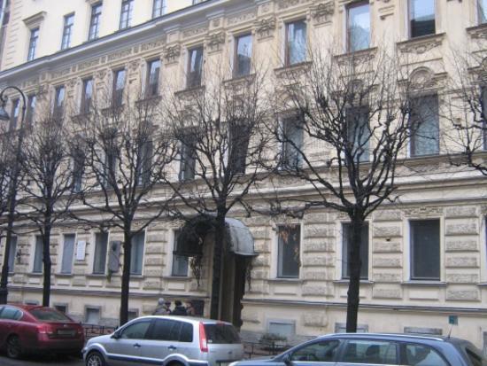 Дом, где жили: в 1912-1936гг. - путешественник Грум-Гржимайло Г.Е., в 1914-1922 гг. – певец Шаляпин Ф.И.
